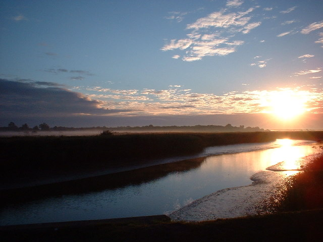 Sunrise over the River Alde at Snape Bridge