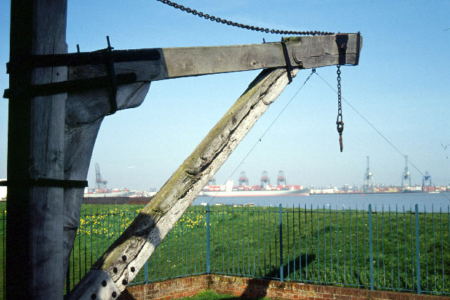 Treadwheel crane, Harwich