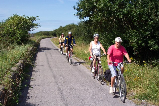 Cyclists on the Tarka Trail