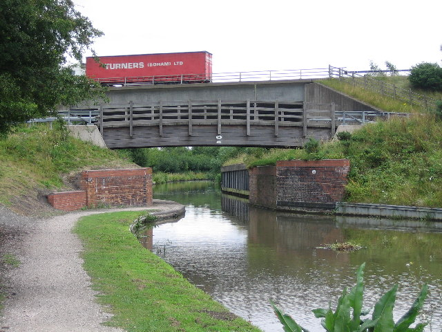 The M42 crosses the Coventry Canal