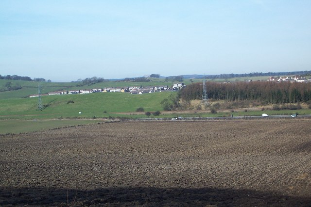 Hill of Beath village from Cuttlehill road, just East of farm