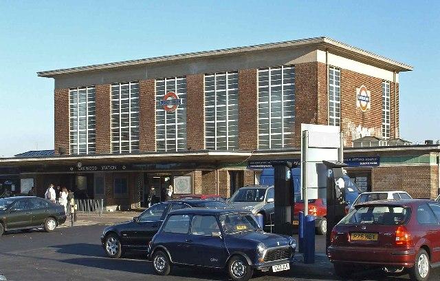Oakwood Underground Station, Piccadilly Line