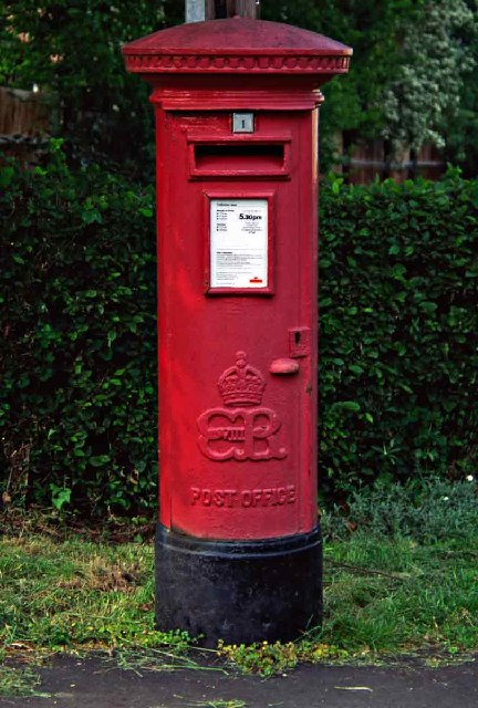 Edward VIII Pillar Box in Waggon Road