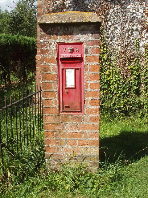 Victorian Pillar box in Owlswick