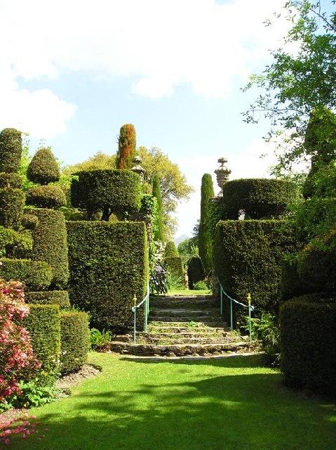 Plas Brondanw Garden