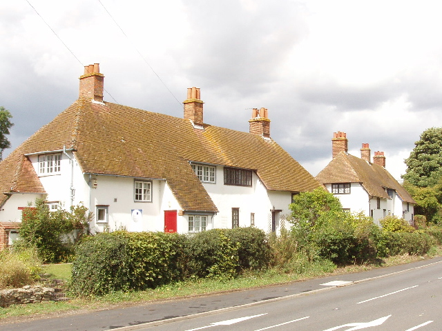 Houses on the A418 Thame to Aylesbury road