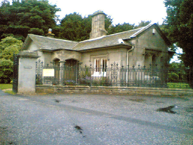 Dundas Castle Entrance and Gatehouse
