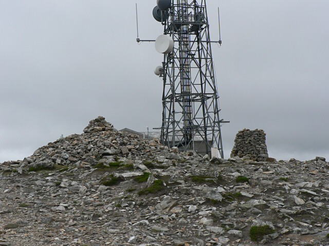 Morrone cairns and communication tower
