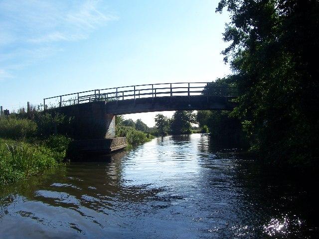 Hissey's bridge, bridge 17 over Kennet & Avon canal