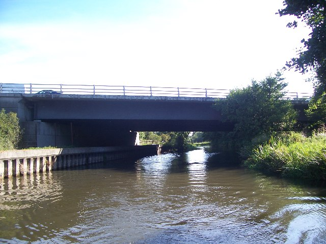 Bridge 18 carrying the M4 over the Kennet & Avon canal