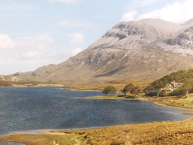 Airdachuilinn House beside Loch Stack with  Arkle as the Hill to the right
