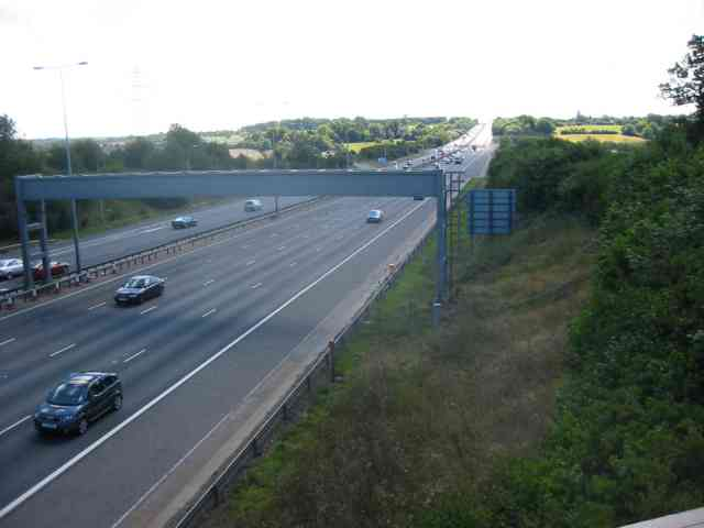 M 1 looking southwards from Watery Lane bridge