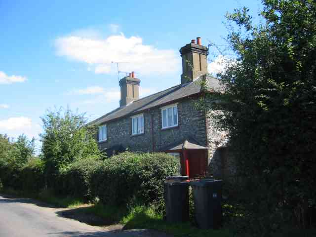 Cottages belonging to the Hoo Estate.
