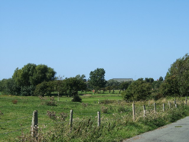 Public footpath from Gilroy Road to Hoylake