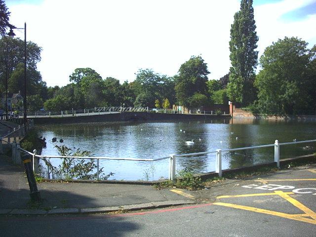 Carshalton Ponds, High Street (A232)