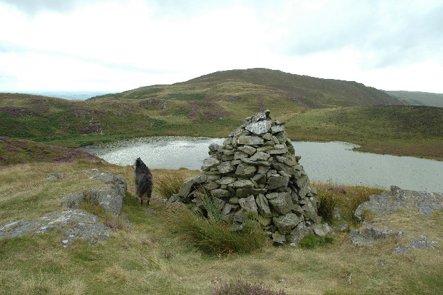 Cairn adjacent to Llyn Barfog