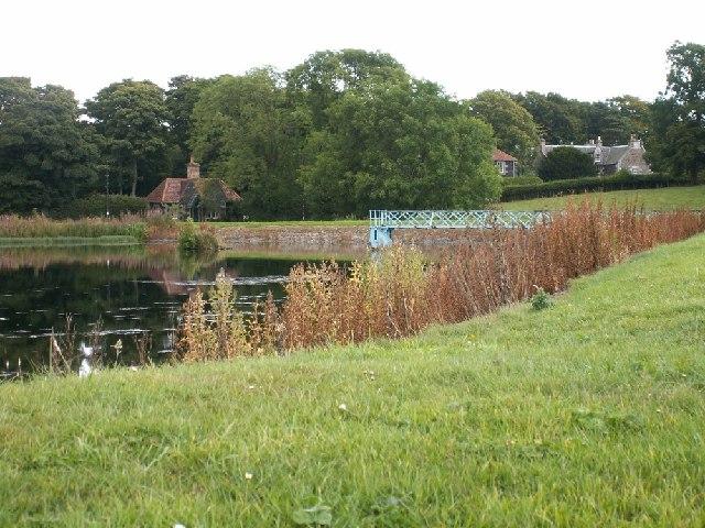 Gillingshill and reservoir