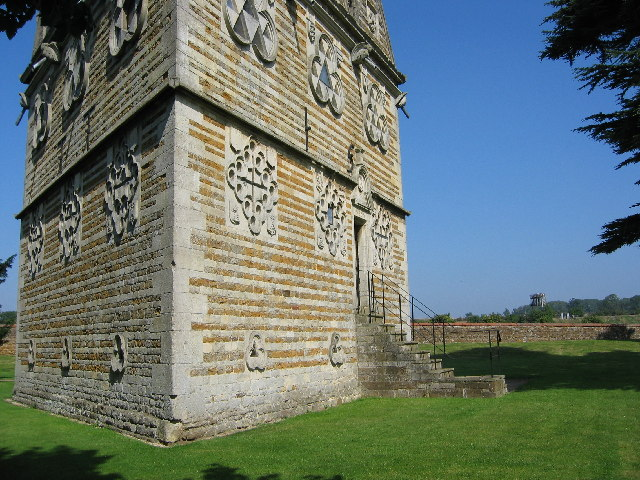 The Triangular Lodge in context