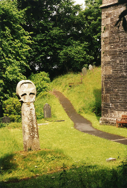 Lesnewth: churchyard cross