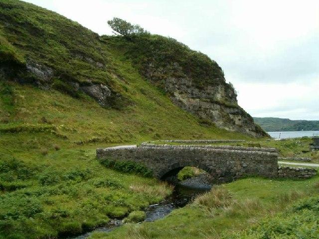 The old bridge over Abhainn Mhor, from upstream