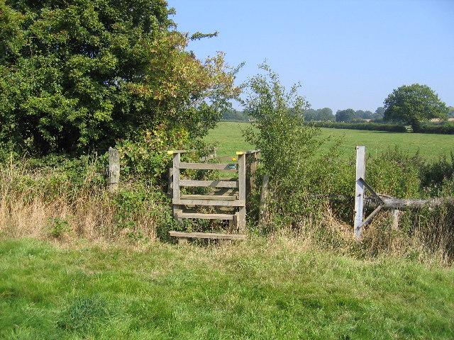 Footbridge near Redfern Manor