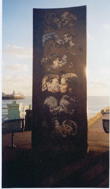 Brighton Kissing