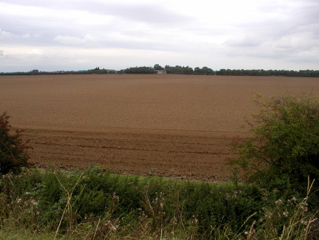 A farm at the side of the River Humber