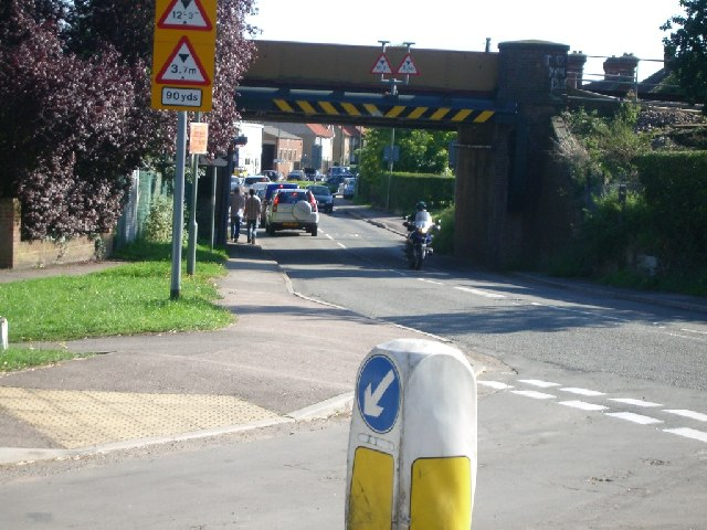 Railway bridge over Cobham Road