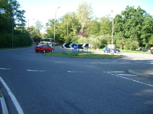 Roundabout at the junction of Oxshott Road with Oaklawn Road