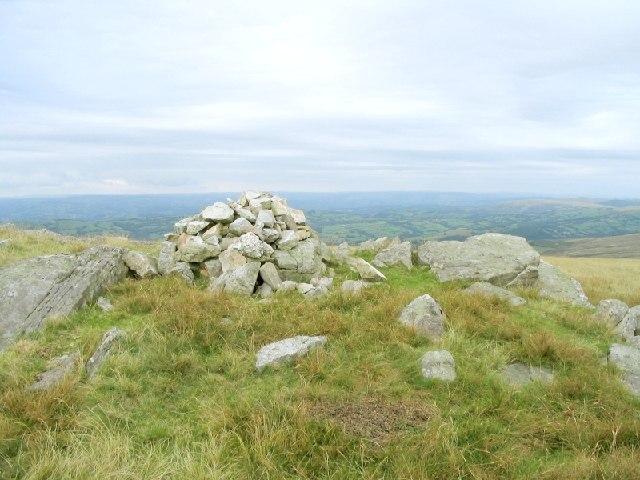 Cairn west of Cefn y Cylchau