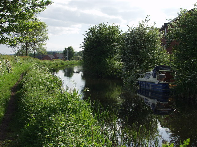 Montgomery Canal approaches Y Trallwng. (Welshpool)