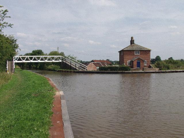 Roving Bridge, No40 on The Shropshire Union Canal