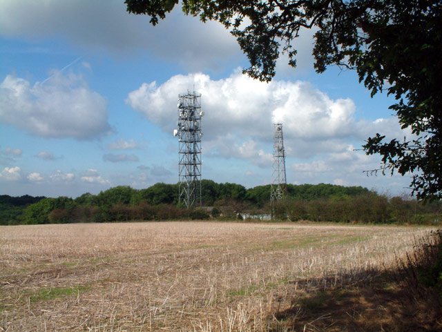 Masts near southern end of Beddlestead Lane, CR6