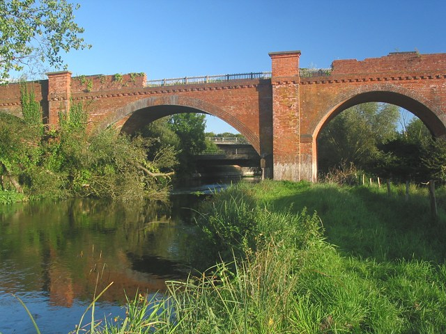 Hockley Viaduct spans River Itchen