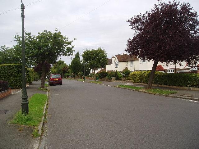 Tranquil suburbia in Glebe Hyrst, Sanderstead, Surrey