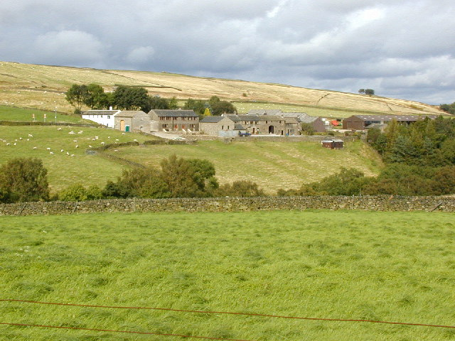 Farm buildings on the south-facing side of Rake Dike