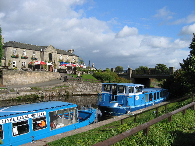 Stables Inn and Glasgow Bridge on Forth and Clyde Canal, near Kirkintilloch