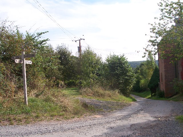 Footpath Crossroads at Upper House Farm