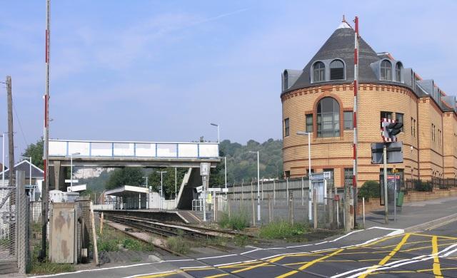 Whyteleafe station