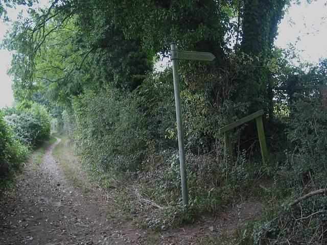 Footpath junction south of Buryfield Farm
