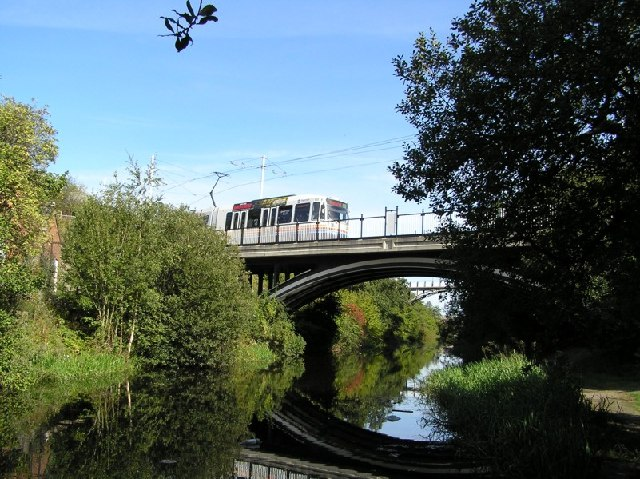 Sheffield Supertram crossing canal