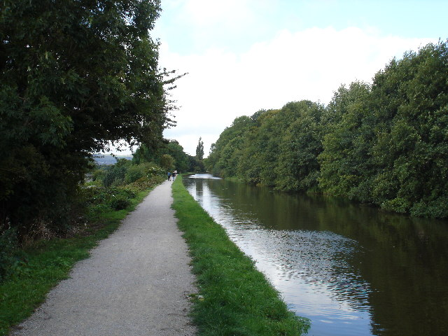 Leeds-Liverpool Canal, looking towards Riddlesden