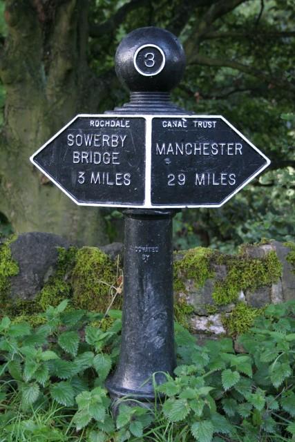 Milepost, Rochdale Canal, Brearley
