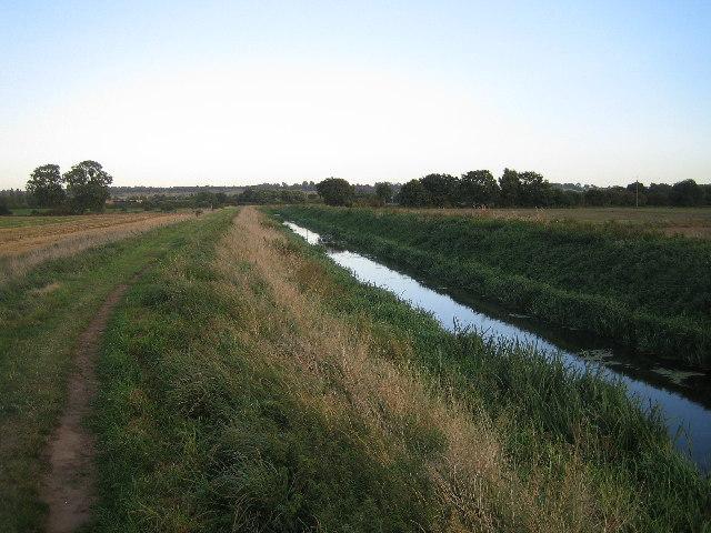 Footpath along drain at Swanpool