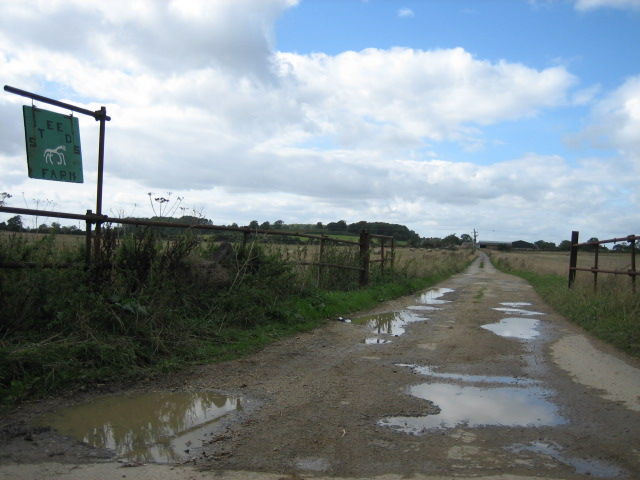 Road towards Steeds Farm