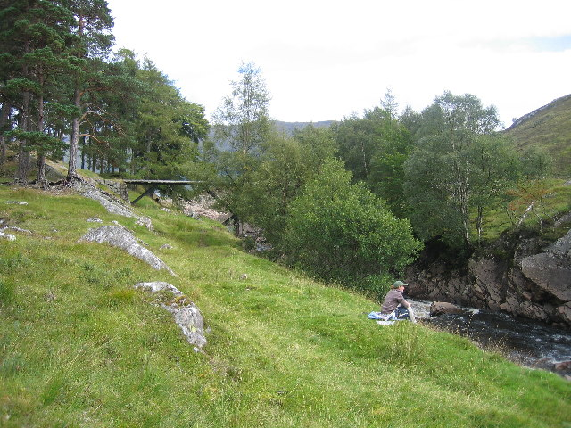 Abhainn Rath and the bridge over it by Creaguaineach Lodge