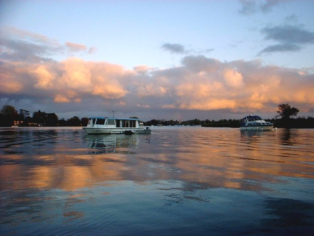 Sunset on Oulton Broad with cruisers