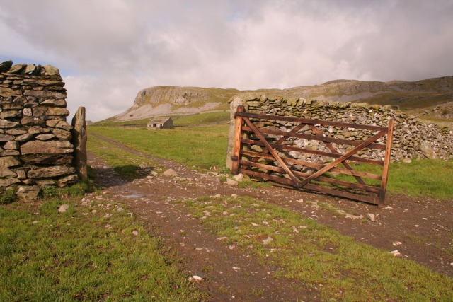 Gate and barn, Norber