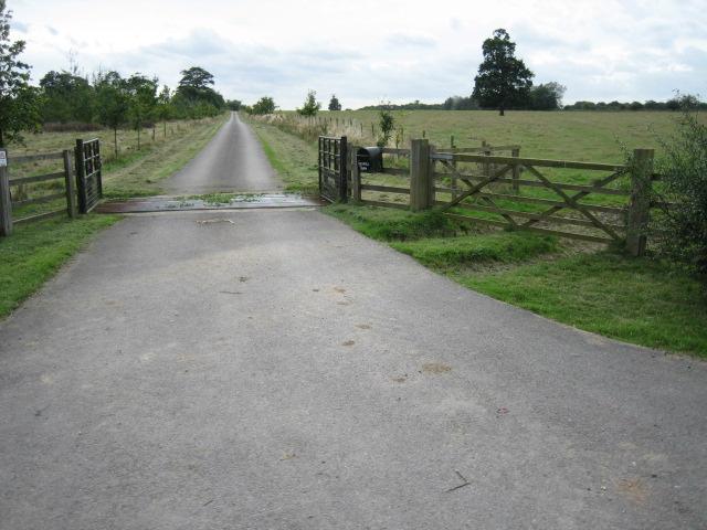 Track towards Muxwell Farm