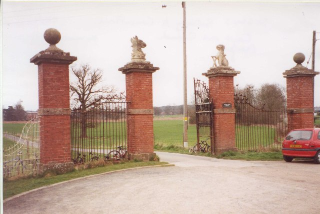 Gateway to Canon Frome Court
